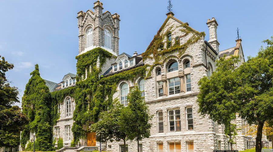 Queen's University (Kingston, Ontario)